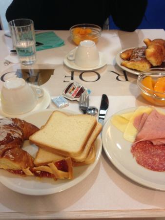 Star of Rome : Plenty of choice at breakfast.