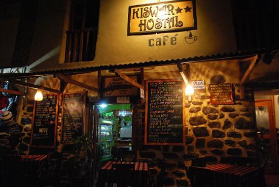 Cafe Restautante Hostal Kiswar: Hotel vu de nuit