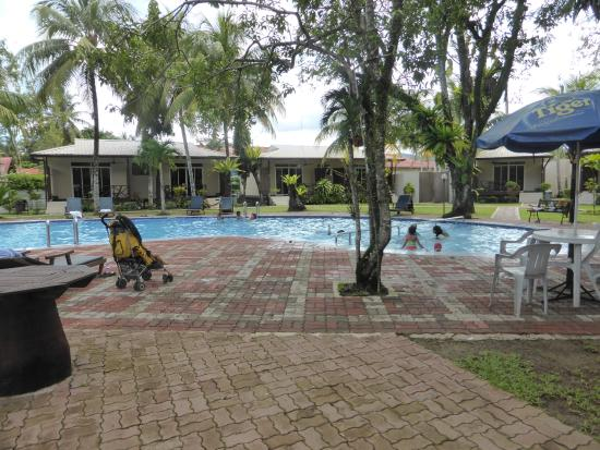 Kinarut, Malaysia: The dirty pool and ashtray shower