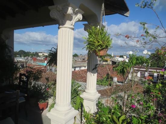 Hostal Amalia: Flowers on the roof terrace