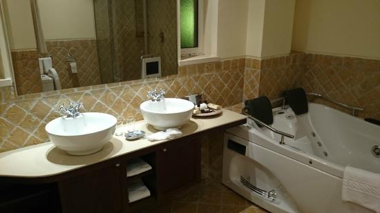 Suites Alba Resort & Spa: Bathroom