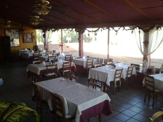 Melio's Trattoria: dining area