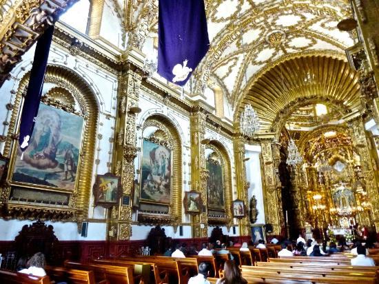 Basilica de Nuestra Senora de Ocotlan: Left side of Basiliva