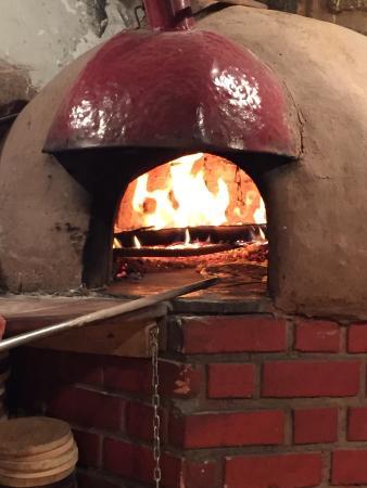 Pizza en horno de le a picture of la pizza carlo cusco tripadvisor - Hornos a lena para pizza ...