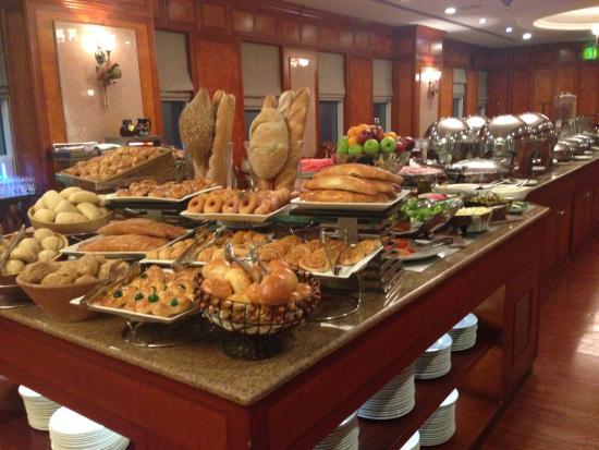 Grand Excelsior Hotel Bur Dubai: 朝食を食べたレストランです