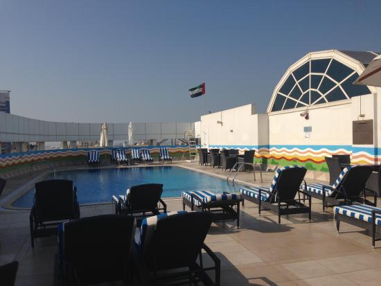 Grand Excelsior Hotel Bur Dubai: 屋上のプールです