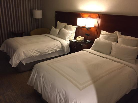 Los Angeles Marriott Burbank Airport: Very clean and neat room