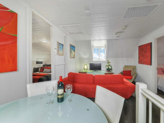 One Thornbury Boutique Bed and Breakfast: Top Floor Suite Living Area