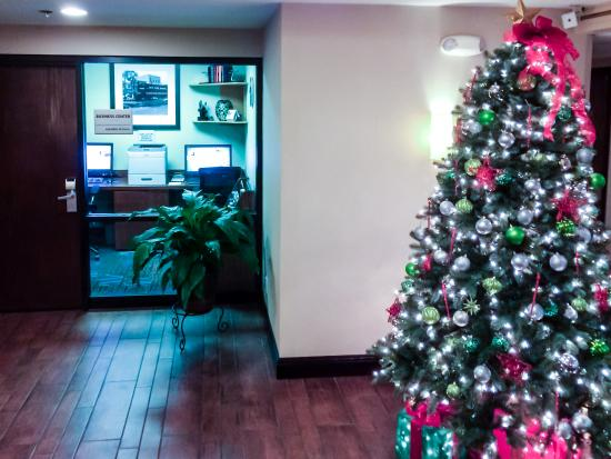 Hampton Inn Chicago-O'Hare International Airport: Business Center and Holiday Cheer