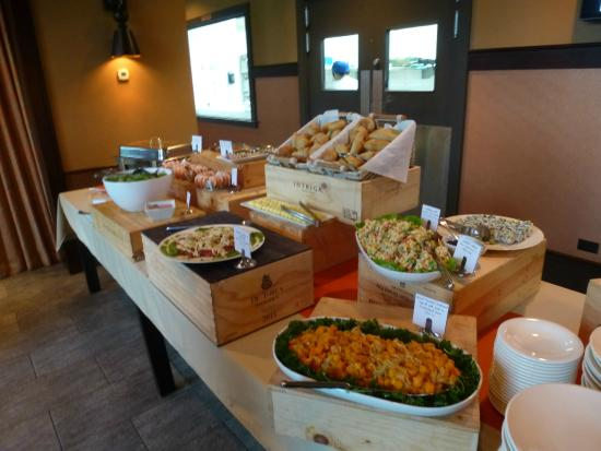 Bistro 101 at Pacific Institute of Culinary Arts : The appetizer buffet