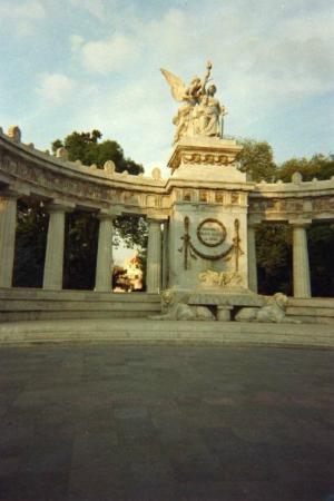 Museo Memoria y Tolerancia: Monumento memoria y tolerancia