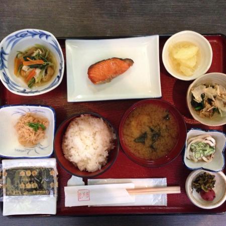 Shirakawago : ホテル白川郷の朝食。前夜に飲み過ぎても入ります。