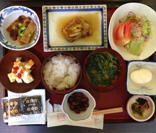 Shirakawago: Typical Japanese food for the second day of stay..it is not the same with yesterday. 典型的な日本の朝食。昨