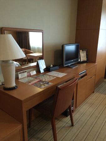 Meitetsu Grand Hotel : TV/Dressing table