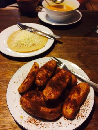 Cafe Aras: Fried banana with palm sugar and cheese pancake