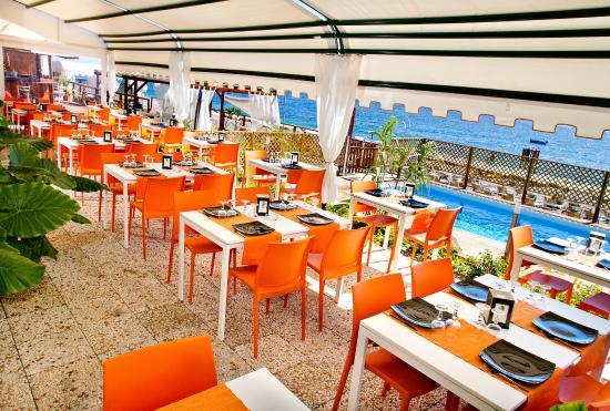 Lido Playa Sole Luna: Sala ristorante con terrazzo sul mare