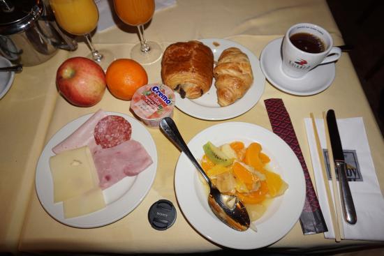 Hotel Restaurant Derby : 私が食べた朝食ヴァイキングです。