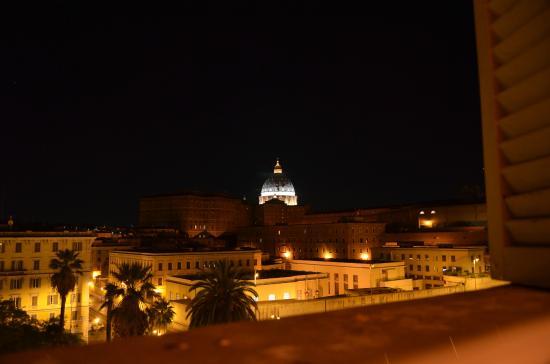 Room 4 Rome: Vista meravigliosa della camera
