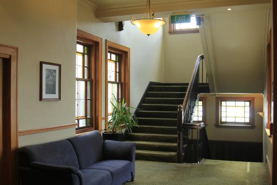The Cambridge Hotel: Second floor waiting area