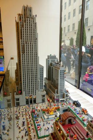 Rockefeller Centre lego display - Picture of The LEGO Store, New ...