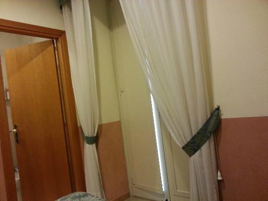 Hotel Zara: balcone