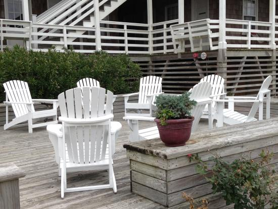 First Colony Inn: A place to sit and enjoy the scenery