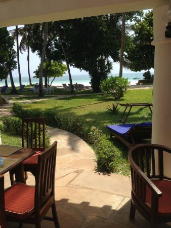 Galu Sea Lodge -Tamani : Great View & nice grounds