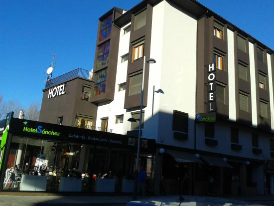 Hotel Sanchez: Fachada principal del hotel