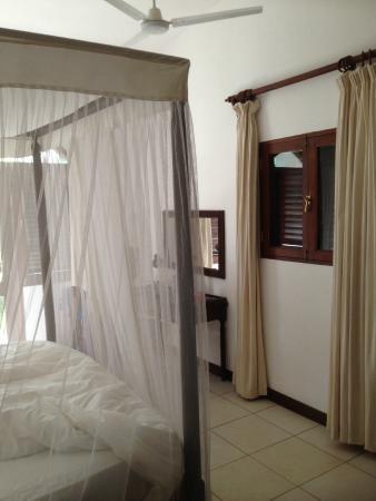 Lantana Galu Beach: Bedroom with en-suite air con, fan & safe