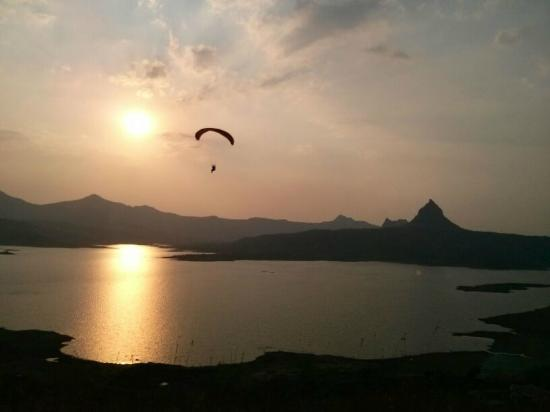 Kamshet, India: Flying with TemplePilots over Pavna Lake, Western Ghats