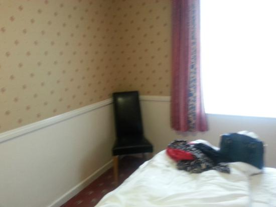 Premier Inn Maidstone (Leybourne) Hotel: End of a lovely Room.