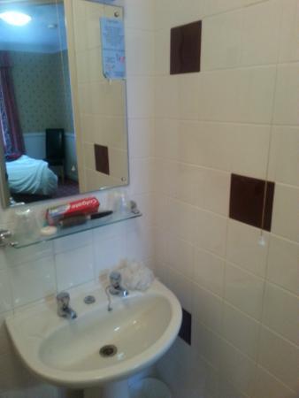 Premier Inn Maidstone (Leybourne) Hotel: Bathroom.