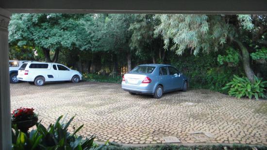 Marben Manor Guest House: Estacionamento