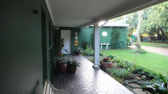 Marben Manor Guest House: Entrada