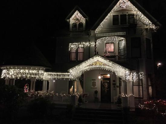The 1899 Wright Inn and Carriage House: Christmas