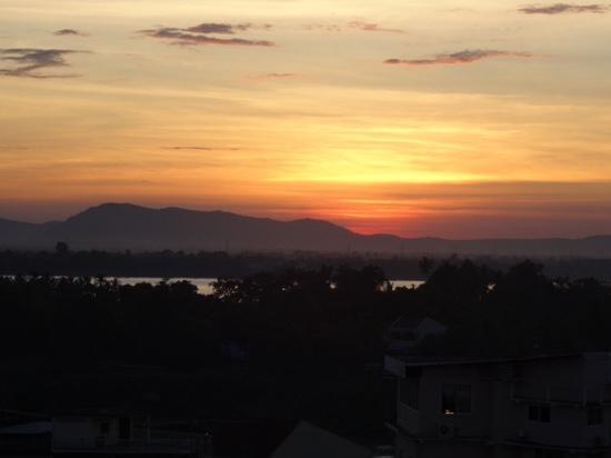 Pakse Hotel: sonnenuntergang von der dachterasse