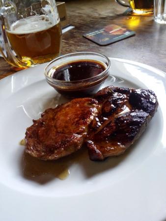 Planeta Žižkov: Свиной стейк со сливовым соусом. Рекомендую!
