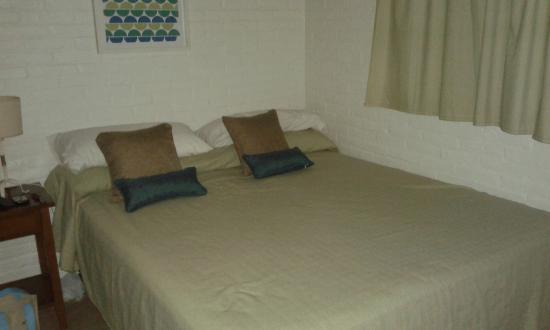 Cama de la habitaci n principal pegada a la pared - Camas pegadas ala pared ...
