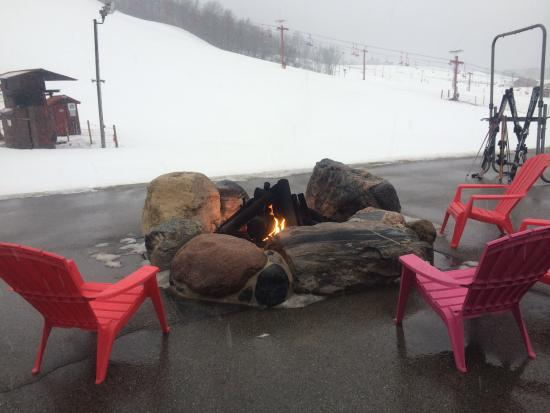 Sunburst Ski Area: Fire pit area