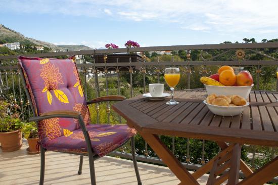 Green Park Apartments: Balcony view