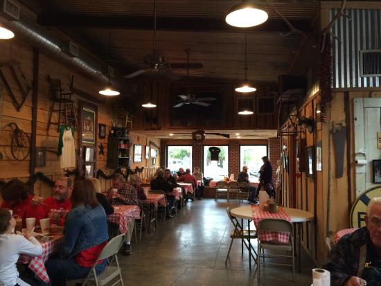 Riverport Barbeque : A favorite among the locals.