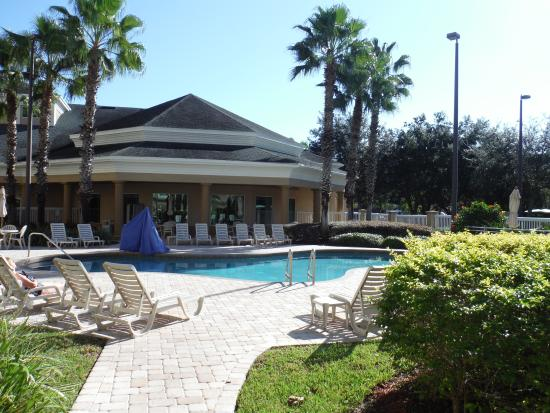 Hawthorn Suites by Wyndham Orlando Lake Buena Vista : Path to pool