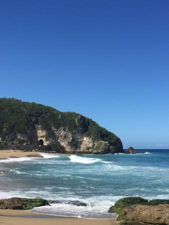 Tunel de Guajataca : View from the beach of the tunnel