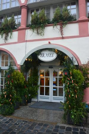 Hotel Bischofshof am Dom: вход