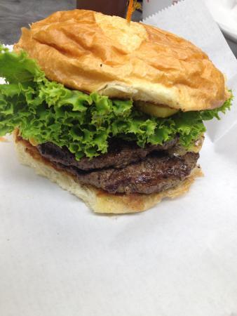 Big Burger Spot: Colossal Classic Burger