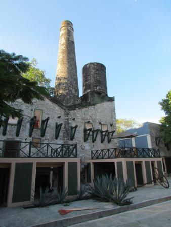 Hotel Hacienda San Francisco Tzacalha: Old machine shop on the grounds