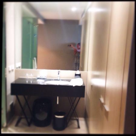Burbury Hotel: Bathroom open plan. Love it!