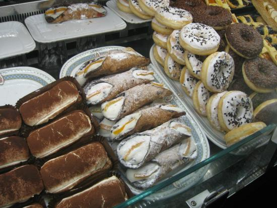 Taverna Rossini : Italian Pastry- REAL Tiramisu on the left!