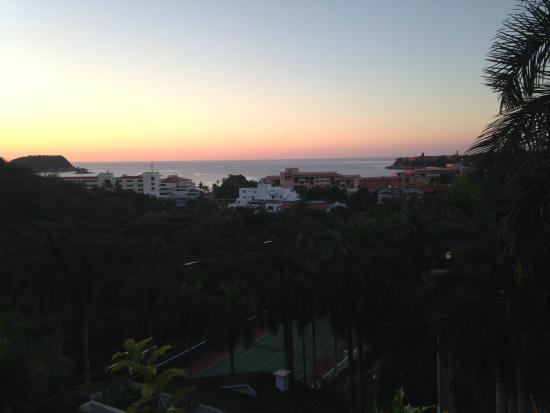 Park Royal Huatulco: El amanecer desde nuestra habitacion en el nivel 6