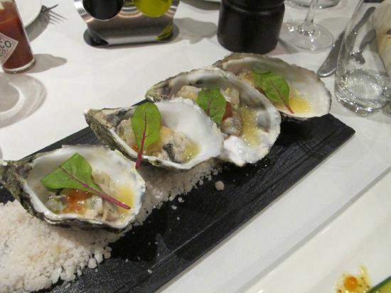 Le Relais de Paris: oysters and sea-bass tartar